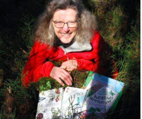 INSEKT-FORFATTER: Anne Sverdrup-Thygeson er professor i bevaringsbiologi ved NMBU, og suksessrik forfatter av bøkene om insekter og natur siste årene. Foto Line Venn